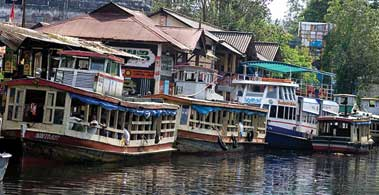 alleppey backwater cruise
